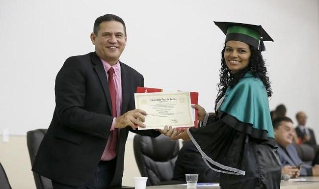 Maurão de Carvalho prestigia colação de grau na Unopar, em Porto Velho