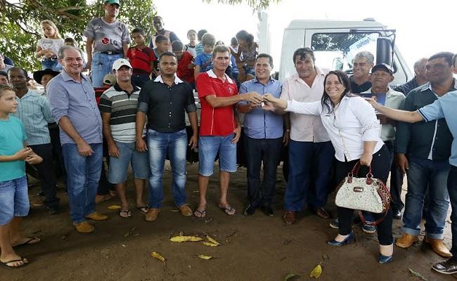 Produtores rurais de São Miguel do Guaporé recebem caminhão