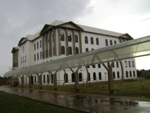 FIMCA foi construída em área pública