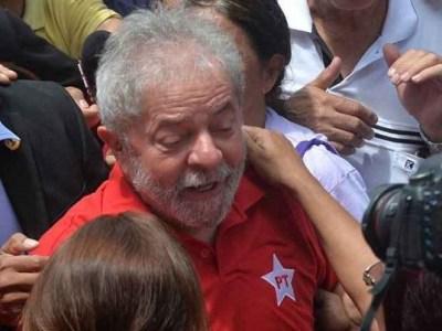 Sem festa, ex-presidente Lula completa 71 anos