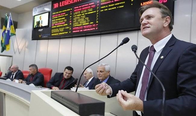 Luizinho anuncia apoio ao novo PCCR da Polícia Civil