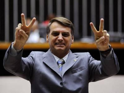 """Alunos de escola militar do AM chamam Bolsonaro de """"salvador"""" em vídeo"""