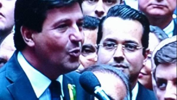 Garçon vira destaque na votação do impeachment