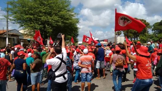 MST bloqueia rodovias em 18 Estados contra impeachment