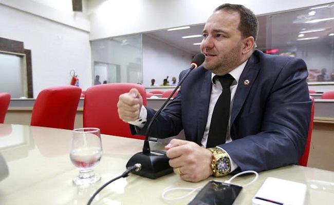 Deputado Alex Redano pede gratuidade da primeira CNH