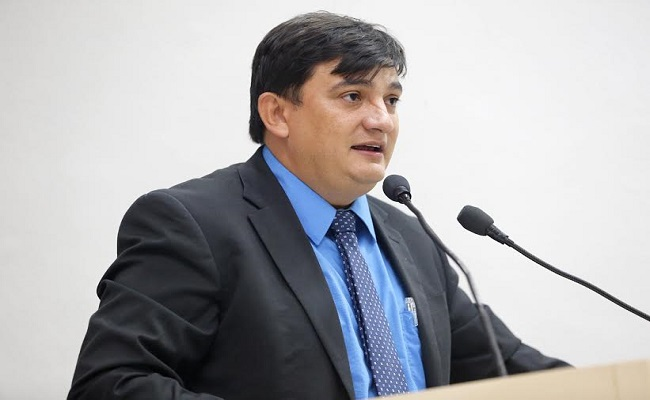 Cleiton Roque pede recapeamento da RO 490 em Alto Alegre dos Parecis