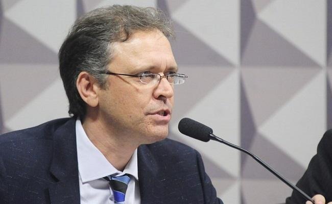 """No Senado, professor diz que decretos de Dilma sobre """"pedaladas"""" foram ilegais"""
