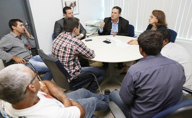 Maurão acompanha moradores de Rio Pardo em reunião com promotora