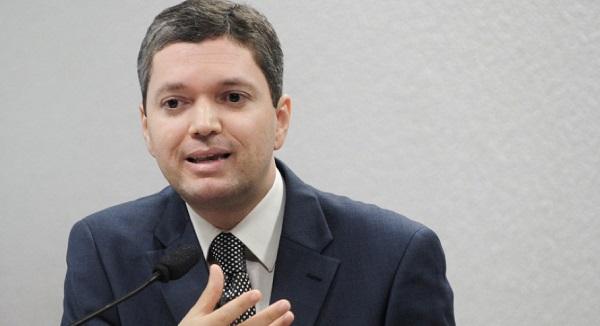 Fabiano Silveira prepara carta de demissão do Ministério da Transparência