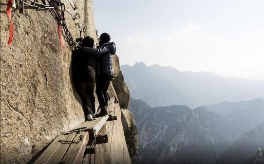 Curte férias com adrenalina? A trilha do Monte Huashan é uma das mais perigosas do mundo