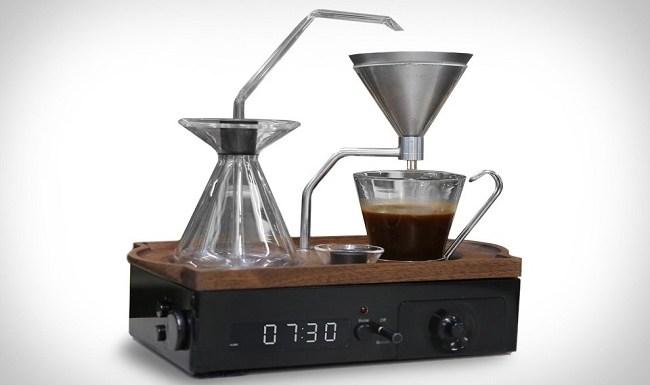 Conheça o despertador que prepara café