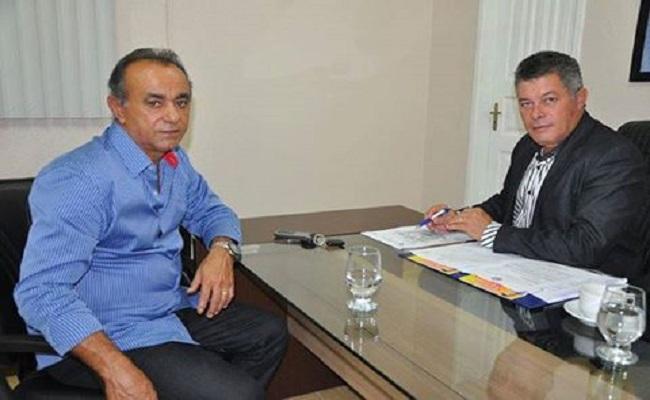Deputado Edson Martins garante recursos para aquisição de retroescavadeira em Nova Mamoré