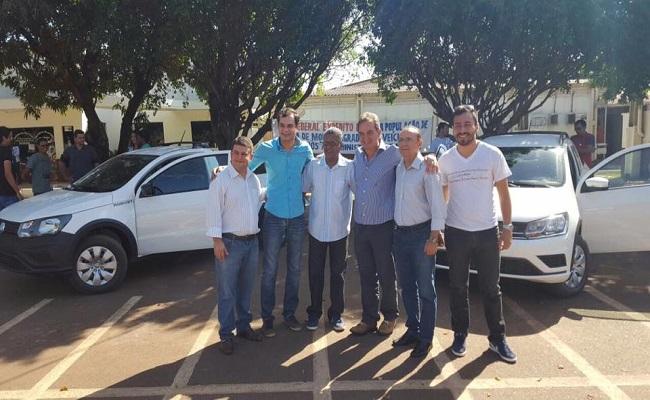 Expedito Netto entrega veículos para SEMAGRI de Rolim de Moura