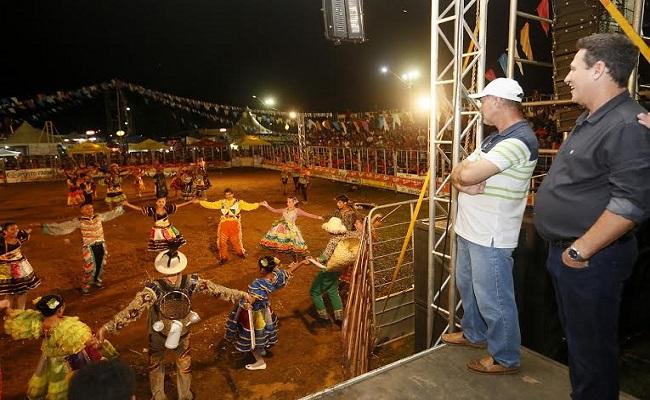 Maurão de Carvalho prestigia encerramento do arraial Flor do Cacto
