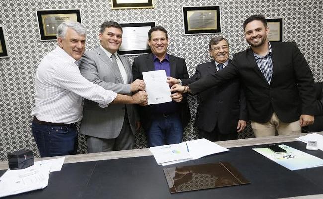 Maurão assina termo de adesão ao Movimento Rondônia pela Educação