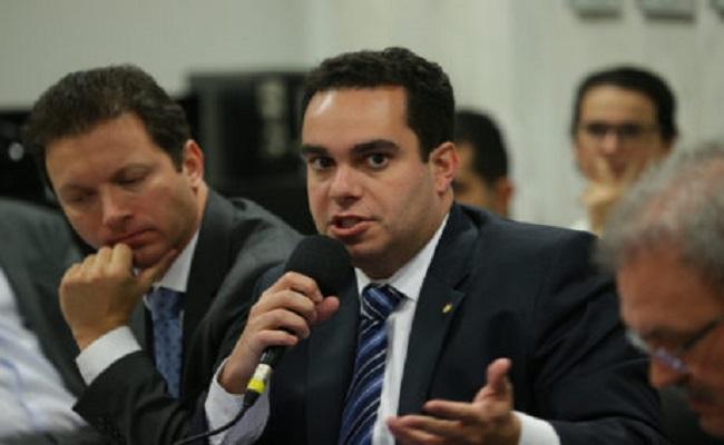 Colunista afirma que PSDB quer acabar com obrigatoriedade de contribuição sindical