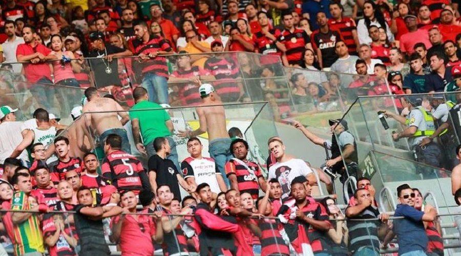 Vídeos mostram briga de torcedores do Flamengo e do Palmeiras no Mané Garrincha; assista