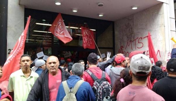 MTST invade prédio da Presidência em São Paulo