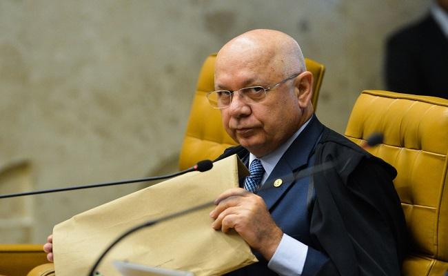 Teori critica Moro, mas mantém prisões na Lava Jato