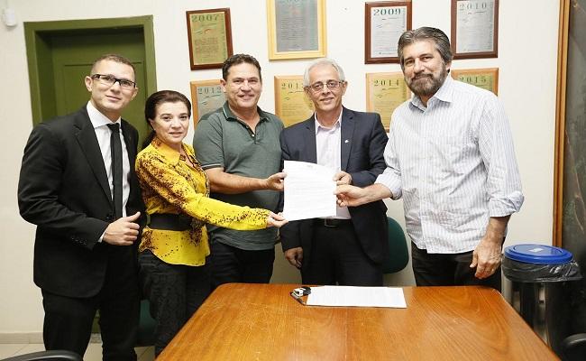 Maurão entrega pedido de R$ 5 milhões ao Basa para o Hospital de Câncer da Amazônia
