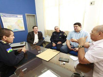 Deputado Maurão conhece necessidades do 1º Batalhão da Polícia Militar