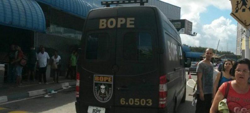 Polícia identifica homem-bomba; negociações seguem