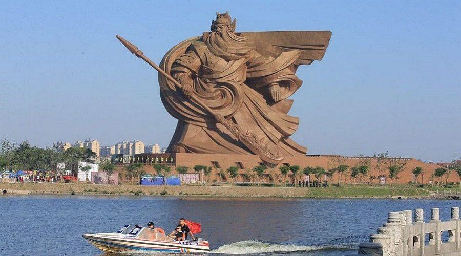 """China inaugura estátua de 58 metros do """"Deus da Guerra"""""""