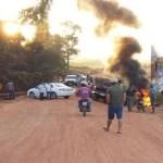 Cerca de 200 fazendeiros bloqueiam ponte na BR-429 em Rondônia