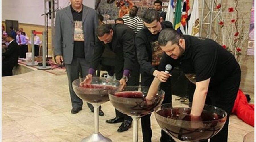 """Pastores vendem suco de uva """"ungido"""" por R$ 1 mil e revoltam internautas"""