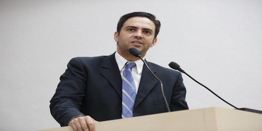Léo Moraes propõe audiência pública para debater gestão democrática nas escolas estaduais