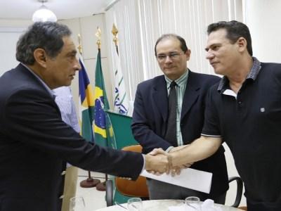 Maurão prestigia evento de negócios na Fiero com ministro peruano