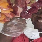 Vendedor de churrasco doa sobras de carne a famílias carentes e viraliza na web