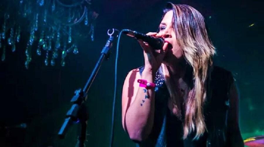Cantora de Porto Velho pede ajuda para não perder a voz