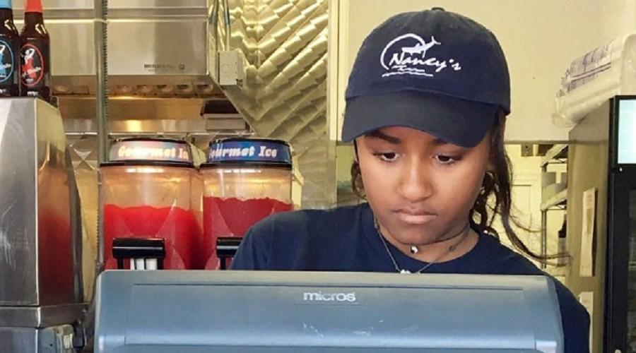 Filha mais nova de Obama trabalha em restaurante nas férias de verão