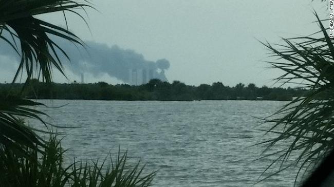 Local de lançamento da SpaceX registra explosões na Flórida