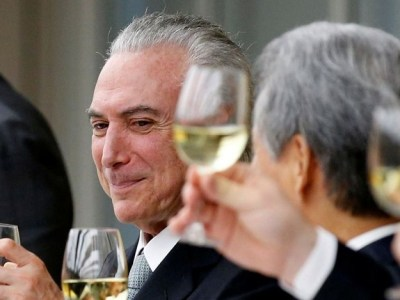 Pela PEC do Teto, Temer promove mais um jantar no Planalto