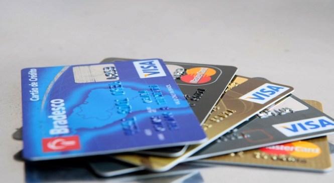 Juros do cartão de crédito chegam a 459,53%