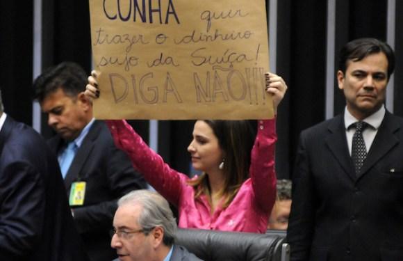 PR adia votação do processo de expulsão da filha de Garotinho