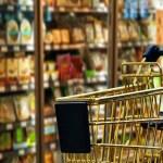 Vendas de supermercados recuam 0,6% em outubro e puxam queda no varejo