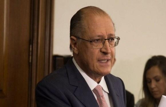 Hoje, juízes estão prescrevendo medicamentos mais do que médicos, diz Alckmin