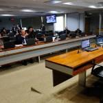 CAE aprova projetos que limitam taxas de juros cobradas por bancos