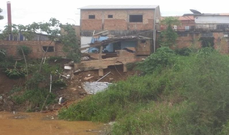 Barranco cede em Porto Velho e oito famílias têm casas interditadas
