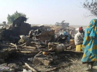 Bombardeio do exército em campo de refugiados mata ao menos 52