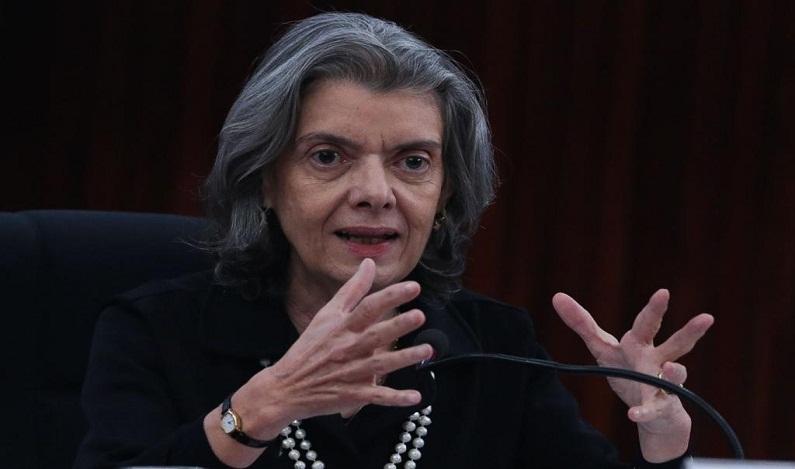 Cármen Lúcia diz que não pensa na possibilidade de assumir a Presidência