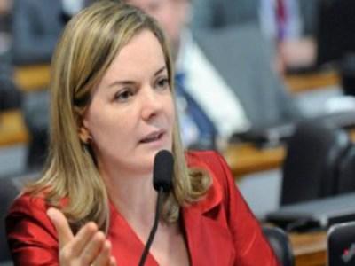 Gleisi Hoffmann critica imprensa por 'deturpar' depoimento de Lula