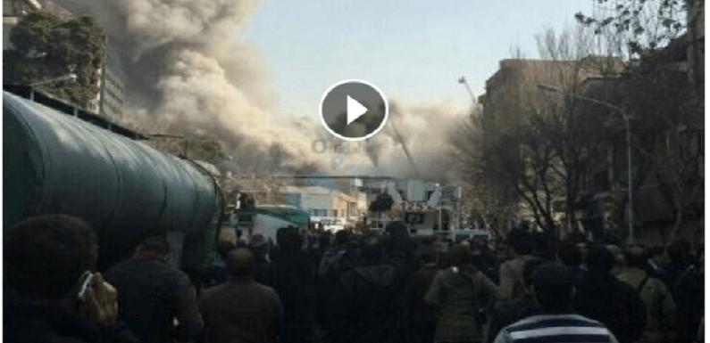 Arranha-céu do Irã desaba após incêndio; 30 bombeiros morrem