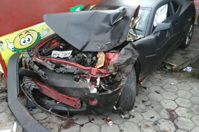 Camaro invade calçada, mata mulher e deixa dois feridos em Florianópolis; veja