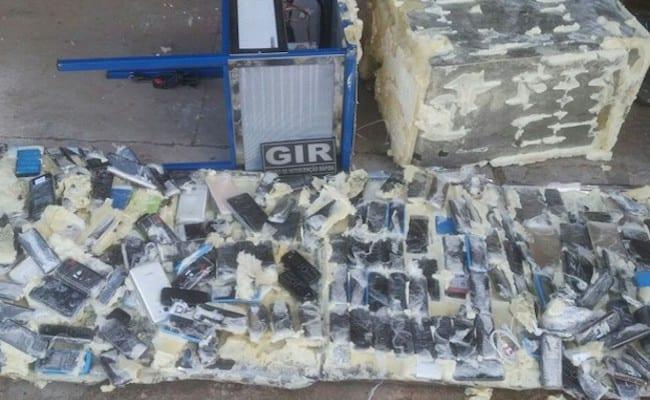 Agentes encontram 181 celulares em bebedouro de presídio do MT