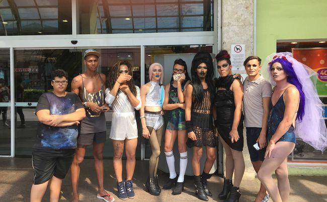 Drag queens são barrados em shopping e alegam homofobia