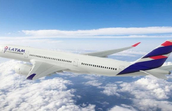 TAM é condenada a indenizar casal em R$ 50 mil por atraso em voo